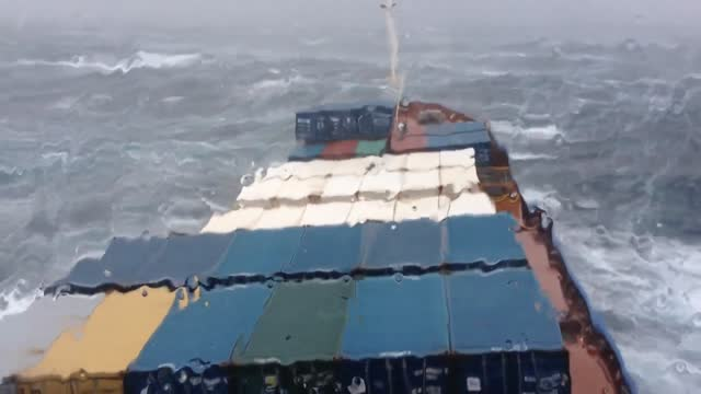 Container Ship Battles Storm Near Bermuda And It Looks Like A Scene From A Movie - Video