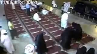 Women Are Fighting At a Mosque - Video