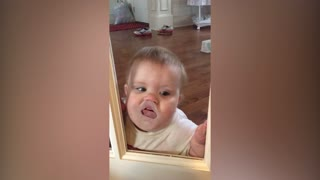 Baby loves making funny faces through the glass door - Video