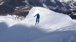 High-flying freestyle skier crash lands - Video
