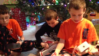 Kids tearing open their christmas gifts and reacting - Video