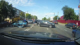 Lane Change Fail Causes Multi-Car Accident - Video