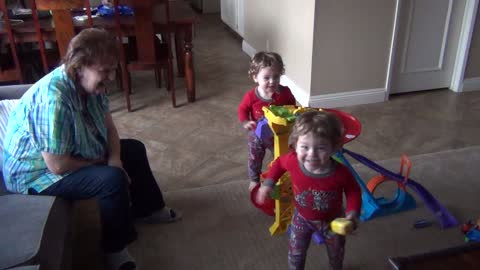 Twin toddlers suddenly break out into dance