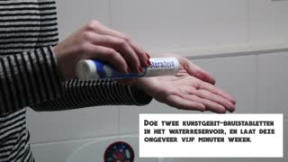 Maak simpel je WC schoon. Easy way to clean your toilet - Tips en Weetjes - Video