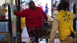 Walmart Employee and Customer Yelling Match - Video