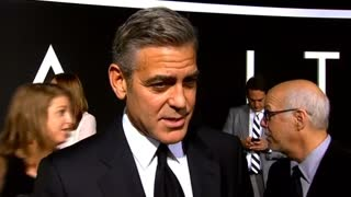 Clooney criticizes Daily Mail, Knightley visits South Sudan - Video