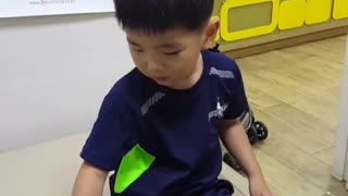 Toddler is as tough as a man - Video