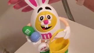 M´m s bunny makes a girl happy - Video