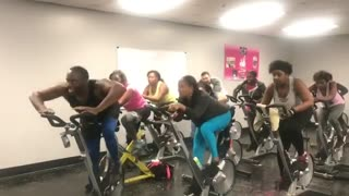 Fitness motivator gets class hyped through hip hop cycling - Video