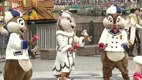 MR & MRS Chipmunks Show Ring The Bell