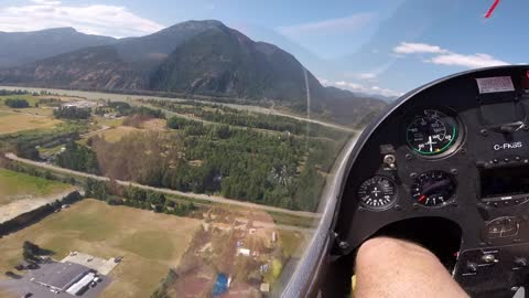 Glider Pilot Calls His Buddy to Come Over And Play