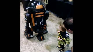 R2D2's brother scares adorable little girl - Video