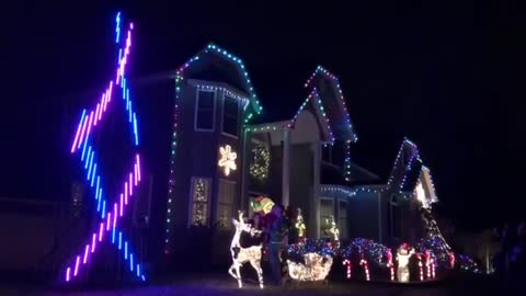 Couple uses Christmas lights to reveal baby's gender