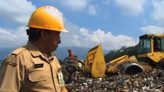 Indonesian villagers cooking with gas - from garbage - Video
