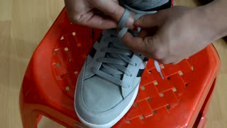 This Life Hack Will Teach You How To Tie Your Shoelaces In 2 Seconds - Video