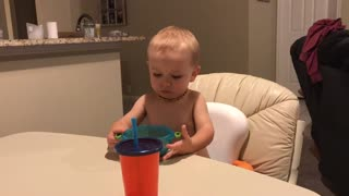 Toddler's suction bowl fail is even funny for him - Video