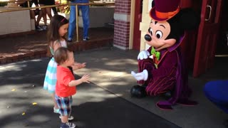 Kid's precious first encounter with Mickey Mouse - Video