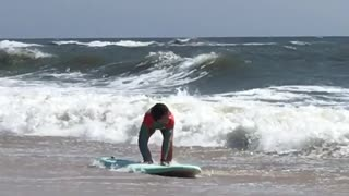 Girl surfing waves knock her down - Video