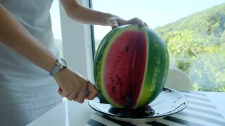 How to cut watermelon, but a knife
