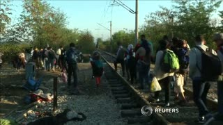 Long lines at Greek-Macedonian border as thousands of migrants wait to cross - Video