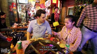 Chinese Food: Eating Sichuan Hot Pot in Chengdu With A Local Girl! - Video