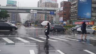 Beautiful video about Asia in the rain