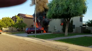 Garage Fire Quickly Turns into Giant House Fire - Video