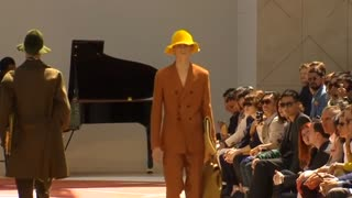 Technicolour hats make a statement at Burberry - Video