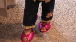 Toddler walks in mommy's heels - Video
