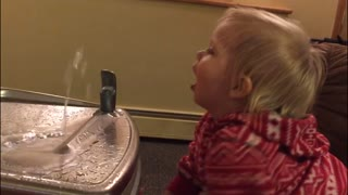 Baby vs the water fountain - Video
