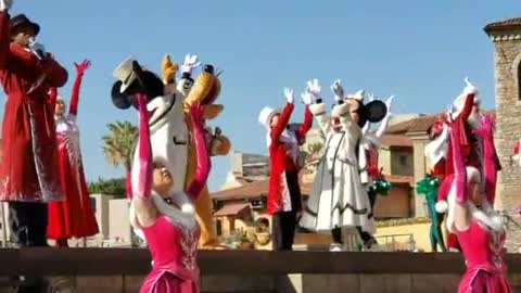 Disney Land Prince Micky Mouse And Princess Minnie Mouse Dance Show