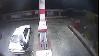 No money at petrol station..what happens? - Video