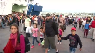 Scuffles as migrants test Greek border - Video