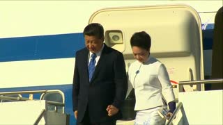 China's president, first lady land in U.S. - Video
