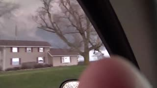 Enorme tornado en formación captado en Illinois - Video
