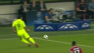 VIDEO: Luis Suarez vs Benatia! - Video