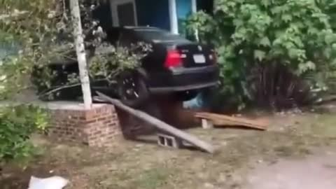 Man Created Makeshift Use Of His Car Preparing For Hurricane
