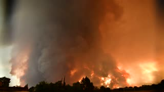 Wildfire in California Produces Firenado - Video