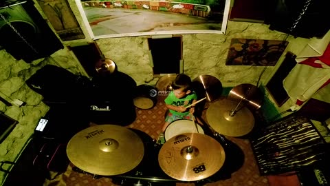5-year-old totally crushes drum solo