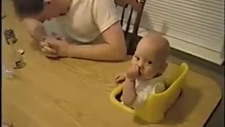 Babies laugh like crazy - Video