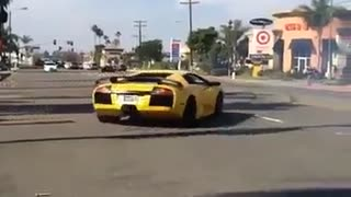 This is how you drive a lamborghini - Video