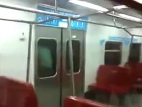 HOW TO GET INTO THE SUBWAY IN VENEZUELA