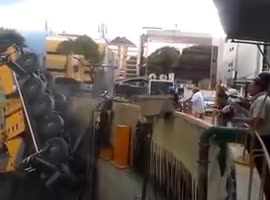 Double Crane Collapse in Venezuela - Video