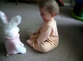 Baby singing bunny - Video