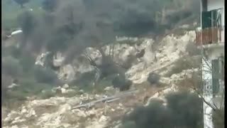 Suddenly resurgent landslide swallows everything in its path! People are in a panic - Video