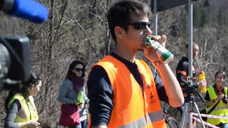 Drinking and driving, but instead of punishment definitely deserves applause! - Video