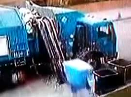 Garbage Truck Fail! - Video