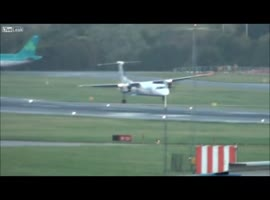 Landing in strong winds - Video