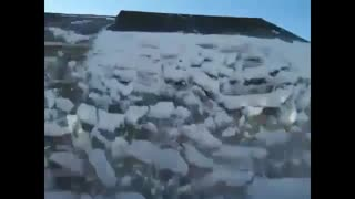 Thus remove the icicles and snow from the roof! - Video