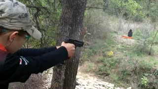 13 years old girl shooting with 3 weapons - Video